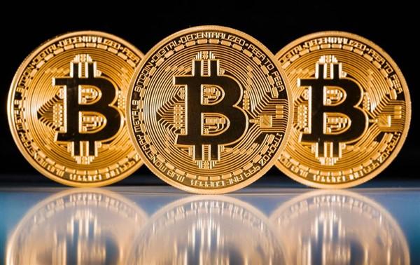 Adolescente investe em bitcoins e se torna milionário aos 18 anos!