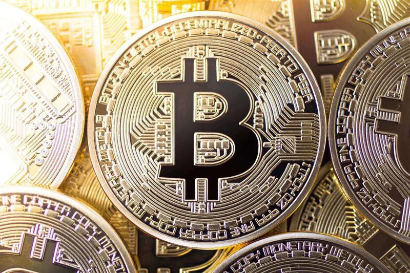 Apesar da queda, bitcoin fecha o segundo mês do ano com ótima valorização e as altcoins acompanharam a criptomoeda