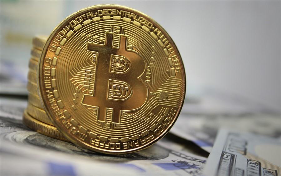 Bitcoin atinge valor de mercado de US$ 1 trilhão após novo recorde de preço