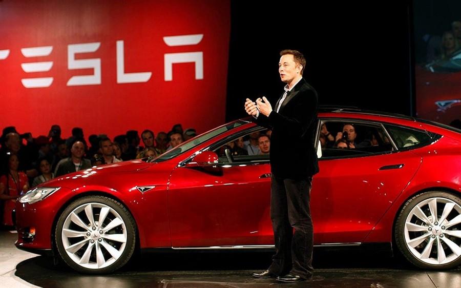Tesla ganhou mais dinheiro investindo em bitcoin do que em carros elétricos!