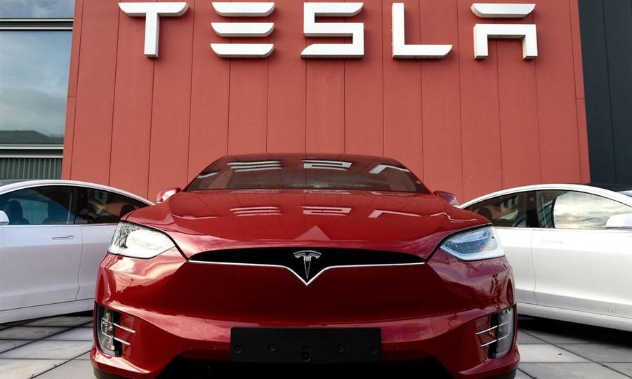 Tesla, a empresa deficitária dirigida pelo CEO Elon Musk não dá lucro e vive às custas dos subsídios do Estado.